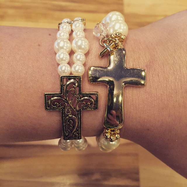 These new pearl cross bracelets make for the perfect Easter happy!